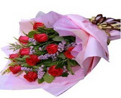 11 adet kirmizi güllerden görsel buket  Diyarbakır uluslararası çiçek gönderme