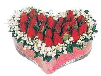 Diyarbakır hediye sevgilime hediye çiçek  mika kalpte kirmizi güller 9