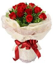 12 adet kırmızı gül buketi  Diyarbakır ucuz çiçek gönder