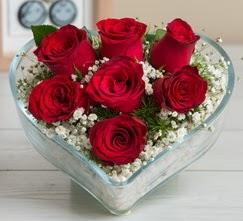 Kalp içerisinde 7 adet kırmızı gül  Diyarbakır uluslararası çiçek gönderme