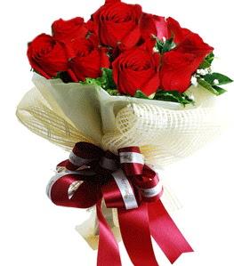 9 adet kırmızı gülden buket tanzimi  Diyarbakır uluslararası çiçek gönderme