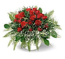 Diyarbakır çiçek , çiçekçi , çiçekçilik  mika yada cam vazoda 11 adet kirmizi gül