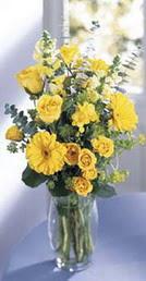 Diyarbakır çiçek yolla  sari güller ve gerbera cam yada mika vazo