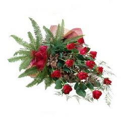 Diyarbakır çiçek yolla  10 adet kirmizi gül özel buket çiçek siparisi