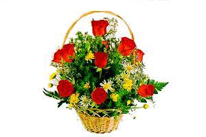 ahsap sepet kirmizi güller   Diyarbakır çiçek yolla , çiçek gönder , çiçekçi