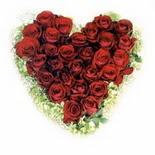 kalp biçiminde 15 gülden   Diyarbakır internetten çiçek siparişi