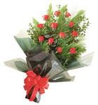 12 adet kirmizi gül buketi   Diyarbakır güvenli kaliteli hızlı çiçek