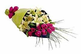 1 lilyum ve 7 gülden buket   Diyarbakır İnternetten çiçek siparişi