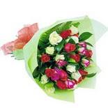 12 adet renkli gül buketi   Diyarbakır uluslararası çiçek gönderme