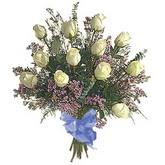 bir düzine beyaz gül buketi   Diyarbakır uluslararası çiçek gönderme