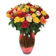51 adet gül ve kaliteli vazo   Diyarbakır uluslararası çiçek gönderme