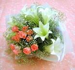 Diyarbakır 14 şubat sevgililer günü çiçek  lilyum ve 7 adet gül buket