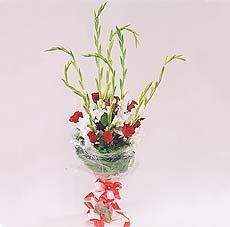 7 adet kirmizi gül ve glayör  Diyarbakır 14 şubat sevgililer günü çiçek