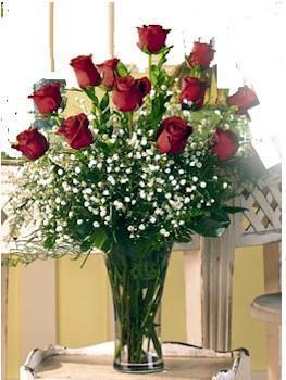 Diyarbakır çiçekçi telefonları  11 adet kirmizi gül vazo içerisinde