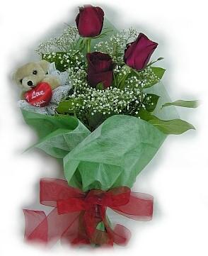 3 adet gül ve küçük ayicik buketi  Diyarbakır çiçek gönderme