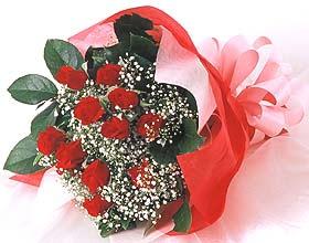 12 adet kirmizi gül buketi  Diyarbakır çiçek gönderme