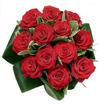 12 adet en sade gül buketi  Diyarbakır çiçek gönderme