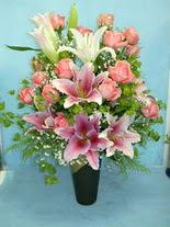 Diyarbakır online çiçekçi , çiçek siparişi  cam vazo içerisinde 21 gül 1 kazablanka