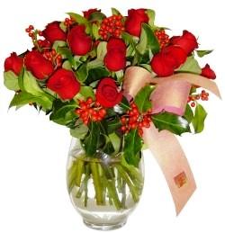 Diyarbakır güvenli kaliteli hızlı çiçek  11 adet kirmizi gül  cam aranjman halinde