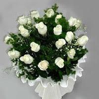 Diyarbakır kaliteli taze ve ucuz çiçekler  11 adet beyaz gül buketi ve bembeyaz amnbalaj