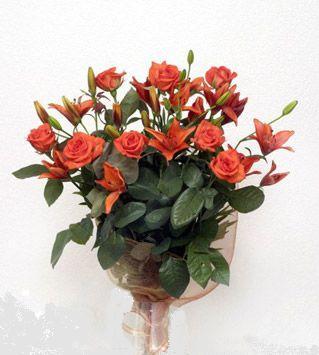 9 adet gül ve 3 adet lilyum çiçegi buketi   Diyarbakır çiçek gönderme