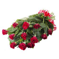 11 adet kirmizi gül buketi  Diyarbakır çiçek siparişi vermek