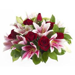 güller ve kazablnaklardan aranjman  Diyarbakır ucuz çiçek gönder