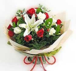 güller ve kazablanklardan görsel bir buket  Diyarbakır online çiçekçi , çiçek siparişi