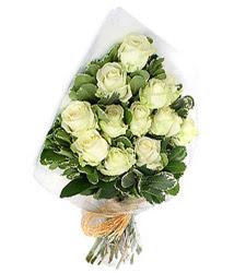 Diyarbakır online çiçek gönderme sipariş  12 li beyaz gül buketi.