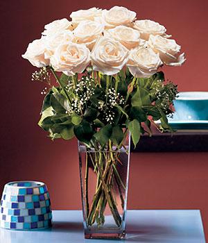 Diyarbakır hediye çiçek yolla  Cam yada mika vazo içerisinde 12 gül