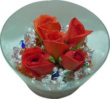 Diyarbakır çiçek , çiçekçi , çiçekçilik  5 adet gül ve cam tanzimde çiçekler