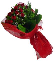 Diyarbakır uluslararası çiçek gönderme  10 adet kirmizi gül demeti