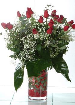 Diyarbakır internetten çiçek siparişi  11 adet kirmizi gül ve cam yada mika vazo tanzim