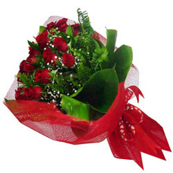 Diyarbakır çiçekçiler  12 adet kirmizi essiz gül buketi - SEVENE ÖZEL
