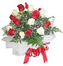 Diyarbakır çiçek servisi , çiçekçi adresleri  12 adet kirmizi ve beyaz güller buket