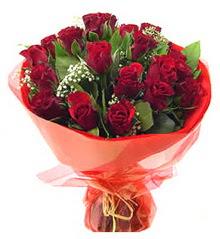 Diyarbakır ucuz çiçek gönder  11 adet kimizi gülün ihtisami buket modeli