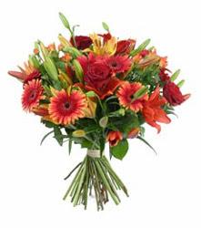 Diyarbakır anneler günü çiçek yolla  3 adet kirmizi gül ve karisik kir çiçekleri demeti