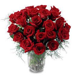 Diyarbakır uluslararası çiçek gönderme  11 adet kirmizi gül cam yada mika vazo içerisinde