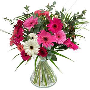 15 adet gerbera ve vazo çiçek tanzimi  Diyarbakır çiçek yolla