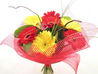 9 adet gerbera çiçeklerinden buket  Diyarbakır çiçek online çiçek siparişi