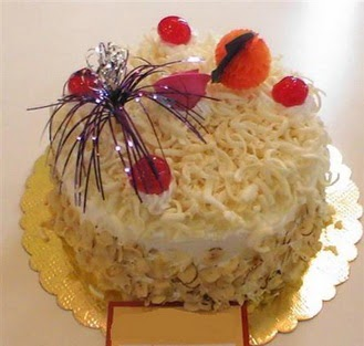 pasta siparisi 4 ile 6 kisilik yaspasta mis lezzette  Diyarbakır hediye sevgilime hediye çiçek