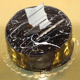 pasta gönder 4 ile 6 kisilik parça çikolatali yaspasta  Diyarbakır İnternetten çiçek siparişi