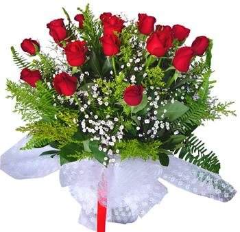 11 adet gösterisli kirmizi gül buketi  Diyarbakır online çiçekçi , çiçek siparişi