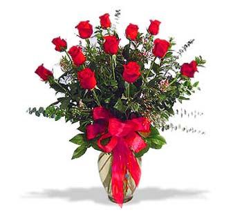 çiçek siparisi 11 adet kirmizi gül cam vazo  Diyarbakır çiçek yolla