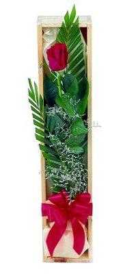 1 adet kutuda kirmizi gül  Diyarbakır uluslararası çiçek gönderme