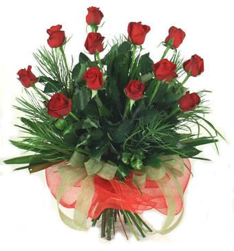 Çiçek yolla 12 adet kirmizi gül buketi  Diyarbakır internetten çiçek siparişi