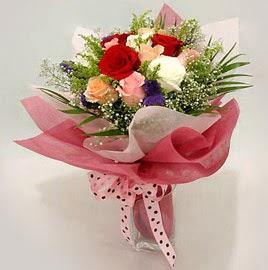 Karisik renklerde 11 adet gül buketi  Diyarbakır anneler günü çiçek yolla