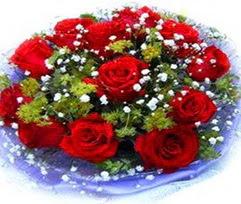 9 adet kirmizi güllerden buket  Diyarbakır hediye sevgilime hediye çiçek