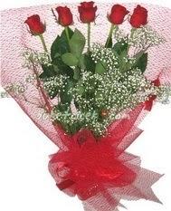5 adet kirmizi gülden buket tanzimi  Diyarbakır 14 şubat sevgililer günü çiçek