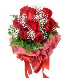 9 adet en kaliteli gülden kirmizi buket  Diyarbakır çiçek siparişi sitesi